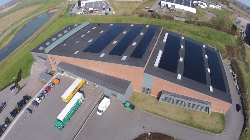 solceller erhverv - Beirholm A/S Kolding: 180 kW Tyndfilms solcelleanlæg med Danfoss invertere og TSMC paneler fra Taiwan.
