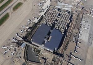 Kæmpe solcelleanlæg på lufthavns bygning i USA