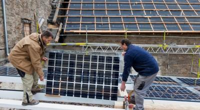 Der tabes jobs i solcellebranchen